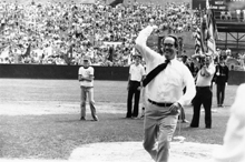 Thornburgh throwing opening pitch at Little League World Series, 1979
