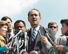 attorney general thornburgh with press after arguing case before supreme court, 1988